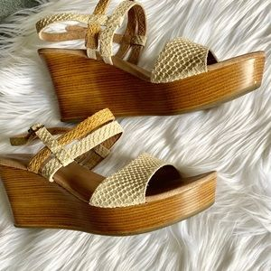 UGG Australia women's 9 wedge peep toe sandal heel
